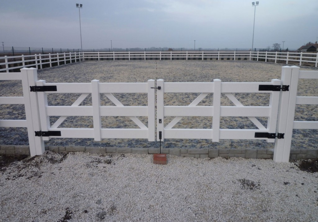 Double 4.5 ft tall gate used in riding arena