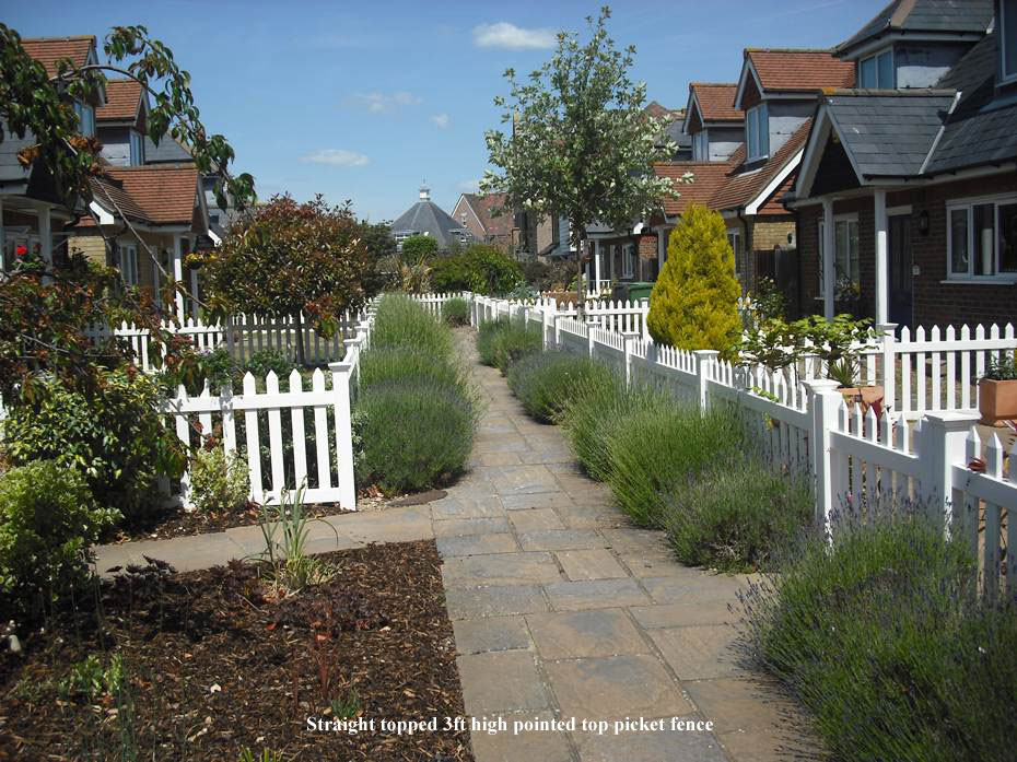 STRAIGHT TOPPED 3FT HIGH POINTED TOP PICKET FENCE