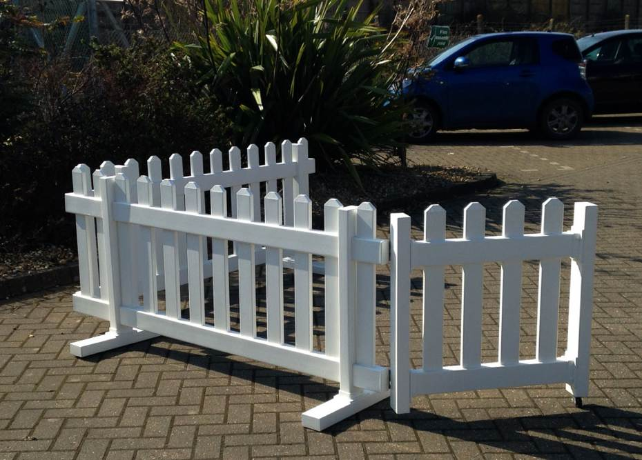 Portable picket fence showing wheeled gate