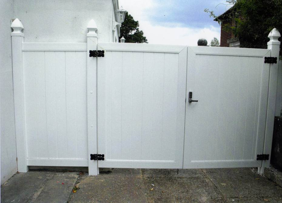 When you need an extra wide gate, such as for a driveway, we can provide a double swing gate. We include 1 drop pin kit per double gate.